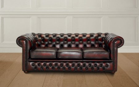 Stunning chesterfield show casing a double button border